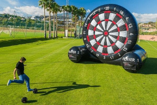 XXL Fussball Darts beim JGA Hamburg spielen